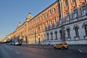 lawsuits against the banks The County court of Cluj has frozen the exchange rate for the Euro at the value it had on the date the loan was originated, in a lawsuit against Raiffeisen Bank.