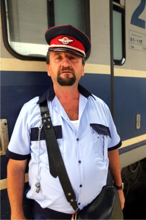 Mecanicii de locomotivă şi angajaţii CFR Călători pregătesc proteste masive