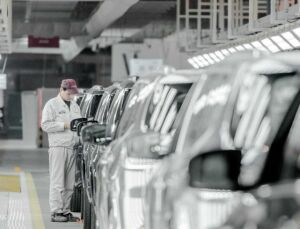 General Motors, Fiat Chrysler şi Toyota Motor reiau producţia de automobile din China