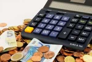 Euro s-a apreciat la 4,9486 lei
