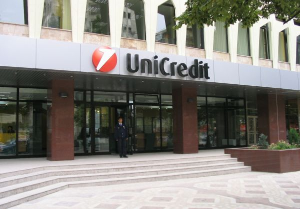UniCredit Italia va disponibiliza 8.000 de angajaţi