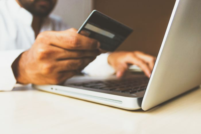 Card de debit versus card de credit