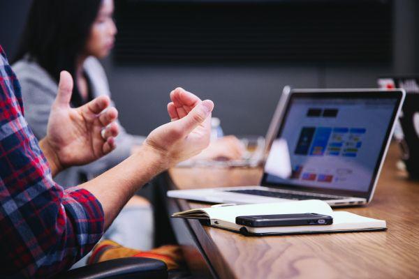 Ce sunt competenţele de comunicare şi cum să le prezinţi în CV?